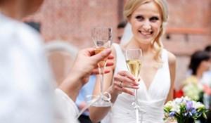 結婚式乾杯の挨拶:会場内を盛り上げる乾杯音頭の作り方