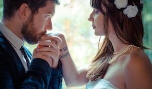 結婚式のスーツの色|気をつけたい注意点とスーツの実例集