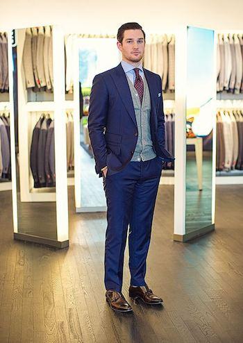 結婚式に着るネイビーのスーツ